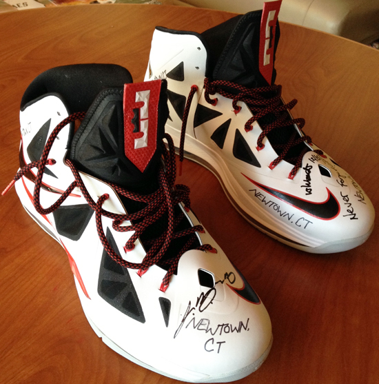 LeBron-James-Upper-Deck-Authenticated-Signing-Session-Newtown-CT-Victims-Shoes-Right-Front-Side