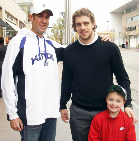 2013-Upper-Deck-Father-of-the-Year-Winner-Barrie-Grice-Austin-Anze-Kopitar-2