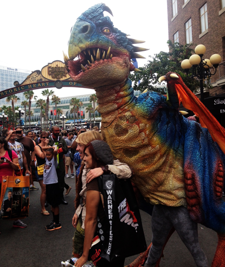 Comic-Con-San-Diego-Upper-Deck-Best-Worst-Dressed-2013-Big-Dragon