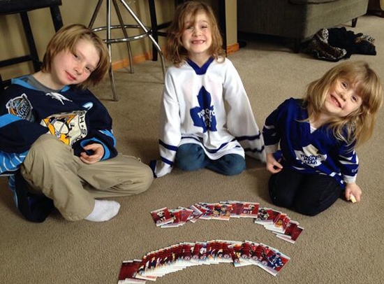 2014-Upper-Deck-National-Hockey-Card-Day-Kids-Happy-Packs-Floor-Smile