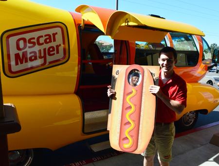 Upper-Deck-Happy-Birthday-Weiner-Mobile-Oscar-Mayer-Hot-Dog
