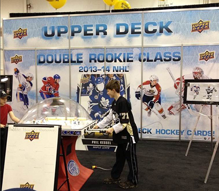 Spring-Expo-Toronto-Sport-Card-Memorabilia-Upper-Deck-Bubble-Hockey-Booth
