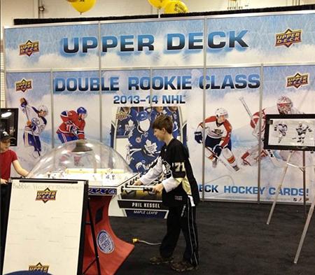 Spring-Expo-Toronto-Sport-Card-Memorabilia-Upper-Deck-Bubble-Hockey-Booth