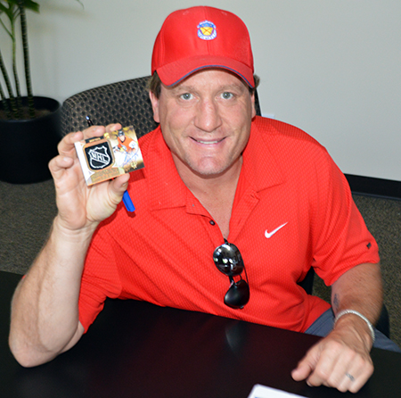 2013-14-NHL-Ultimate-Collection-Jeremy-Roenick-Autograph-Session-Shield-Patch