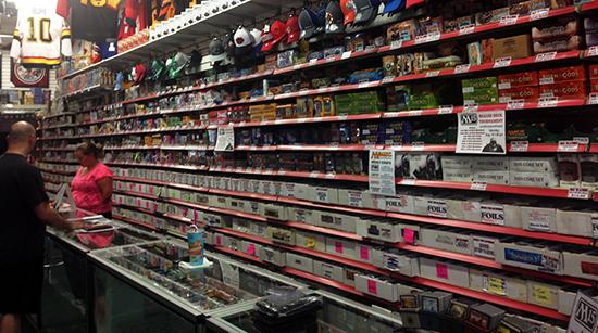 Upper-Deck-Certified-Diamond-Dealer-Hobby-Card-Shop-Pastime-Sports-Games-1