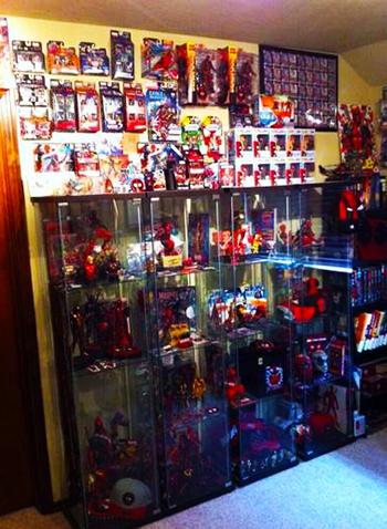 2014-Marvel-Premier-Upper-Deck-Deadpool-Fan-Collector-Cave-Collection