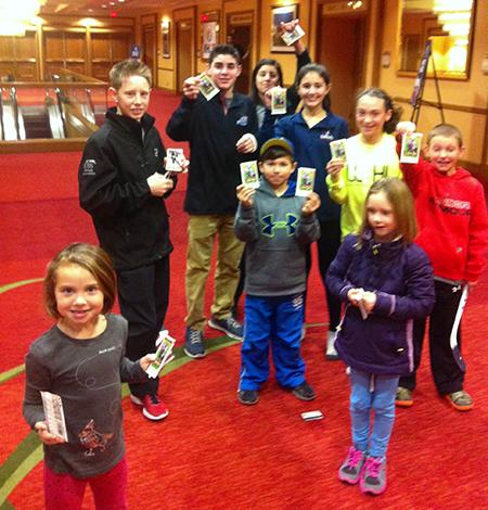 2015-NHL-All-Star-Fan-Fair-Weekend-Best-Moments-Upper-Deck-udrak-packs-to-people-kids