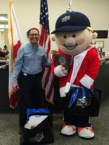 Charity-Upper-Deck-Gives-Back-at-Christmas-San-Diego-Goodwill-Military-Veterans-Village-Ochocki