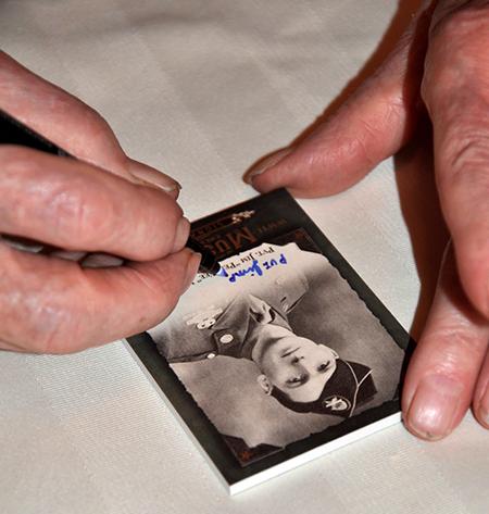 2016-Upper-Deck-Goodwin-Champions-WWII-Veteran-Autograph-Jim-Pee-Wee-Martin-2