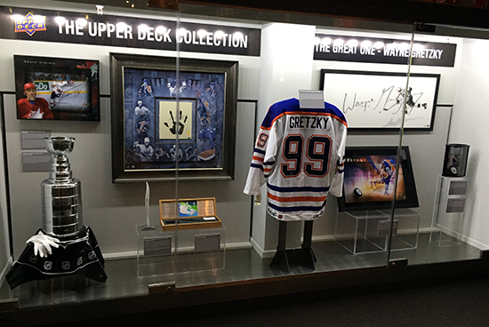 authenticated-hockey-hall-of-fame-area-collectors-zone-upper-deck-new-exhibit-wayne-gretzky