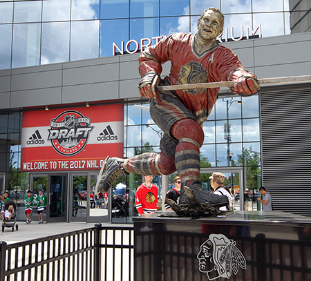 2017-nhl-draft-upper-deck-booth-outside-united-center-statue