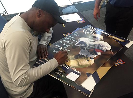 2017-Upper-Deck-1988-Notre-Dame-Champions-Football-Rocket-Ismail-Random-Acts-of-Kindness-Autograph-Rob-Bertrand
