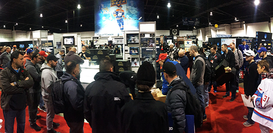2017-Upper-Deck-Authenticated-Fall-Sport-Card-Memorabilia-Expo-Monumental-Hockey-Box-group-watching-opening