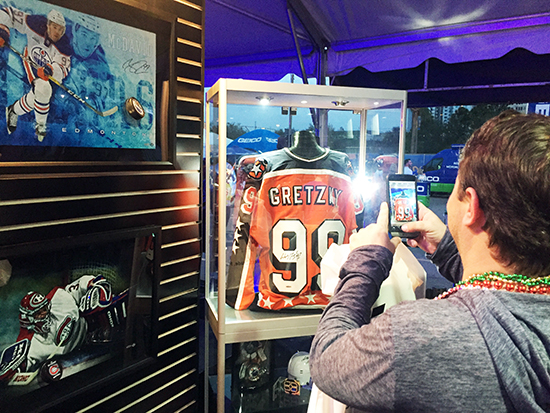 2018-NHL-All-Star-Upper-Deck-Authenticated-Fans-Engage-Signed-Autograph-Gretzky-Memorabilia-jersey