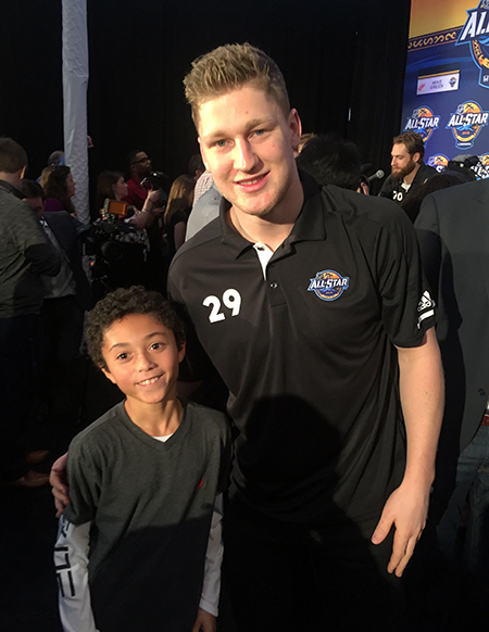 2018-upper-deck-nhl-all-star-media-day-kid-correspondent-interview-reporter-nate-mackinnon-jaxson-shandler
